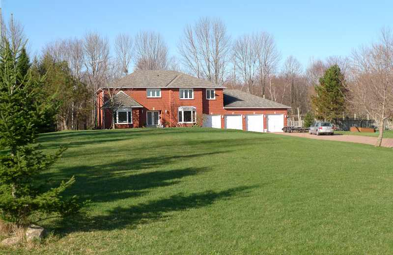 5 Bed, 4-Car Garage, Pool, 3.3 Acres on Mature Cul De Sac