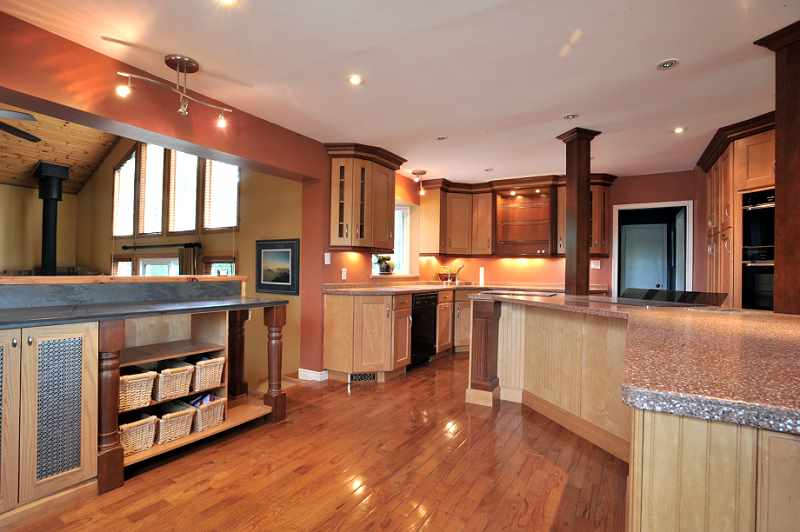 Built-in steam oven & Regular oven, Double sink, Pull out drawers.