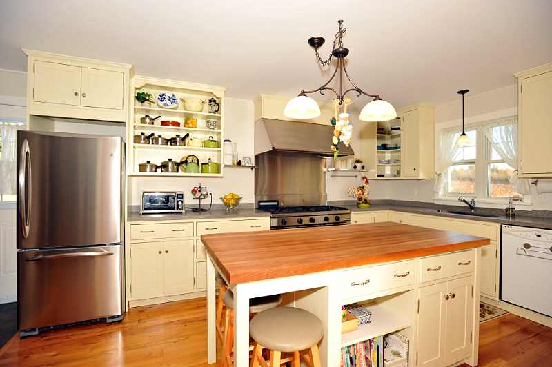 Large Centre Island, Wooden Counter-top Custom Kitchen