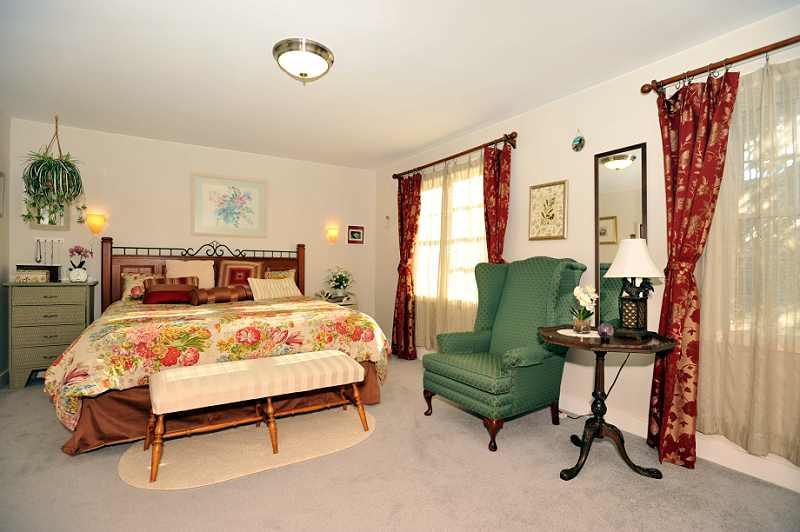 Master Bedroom, broadloom, built-in wall storage, 5-Piece Ensuite