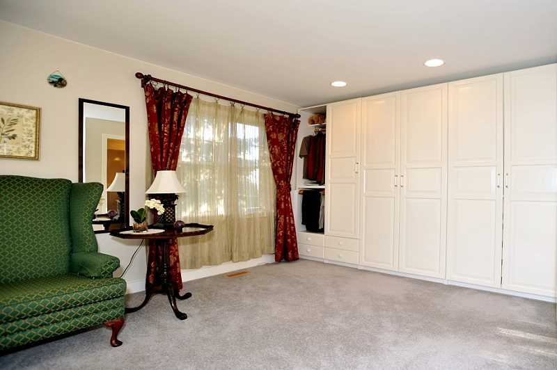 Master Bedroom w/ Built-in Cabinet Wall