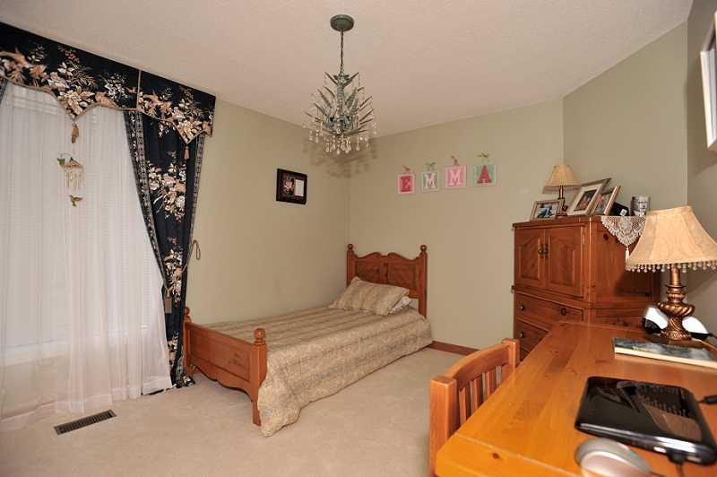 bedroom, broadloom, closet