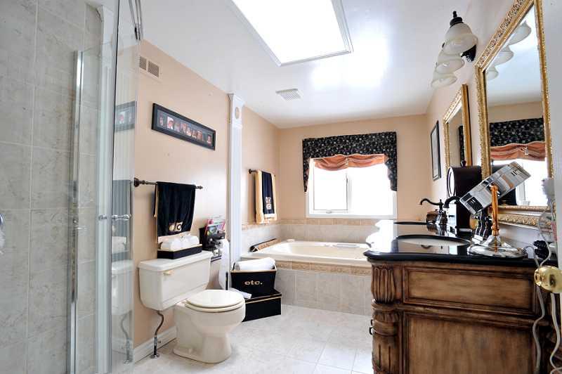 Semi-Ensuite Bathroom