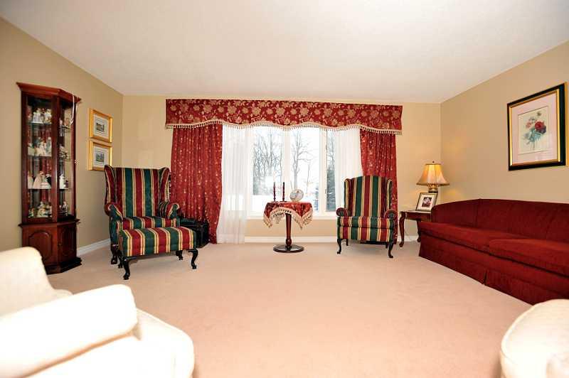Broadloom, Living Room, Picture Window