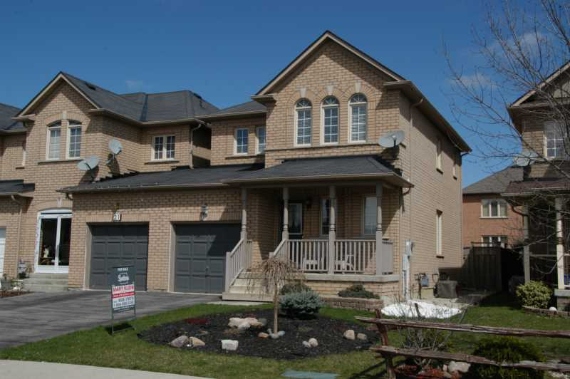 End Unit, 3 Bedroom Brampton Townhome for sale