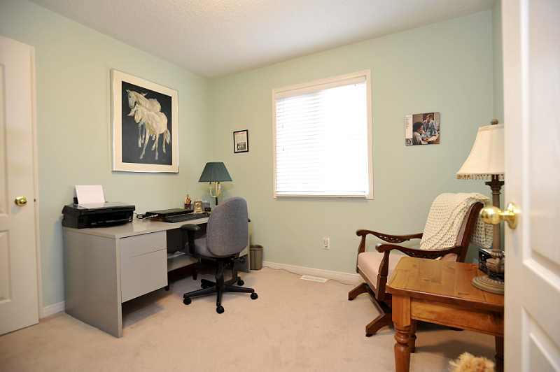 Bedroom closet broadloom
