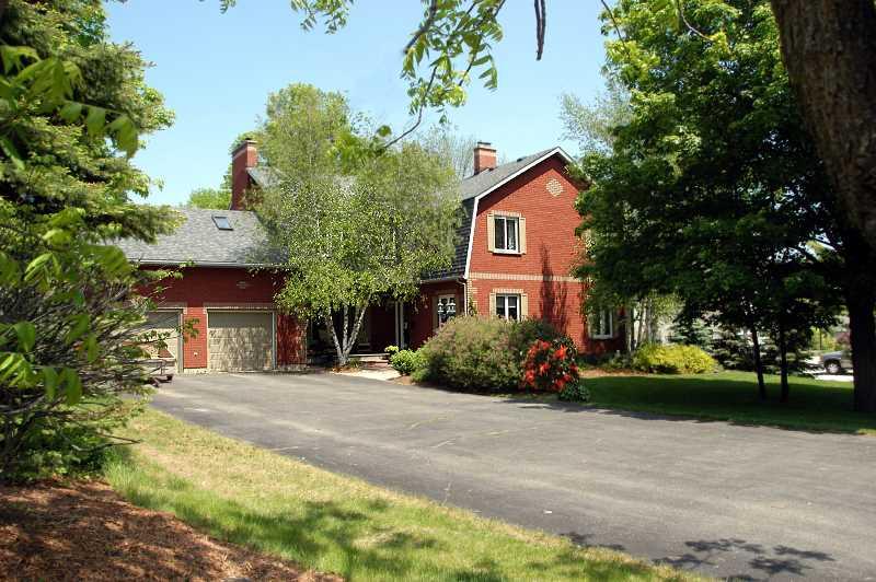 Custom Home, 3400 Sq.Ft. 1 Acre, Orangeville, 5 Bedroom, Pool