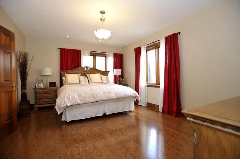 Master Bedroom walk-in closet  4-piece ensuite St. Lawrence  Hardwood