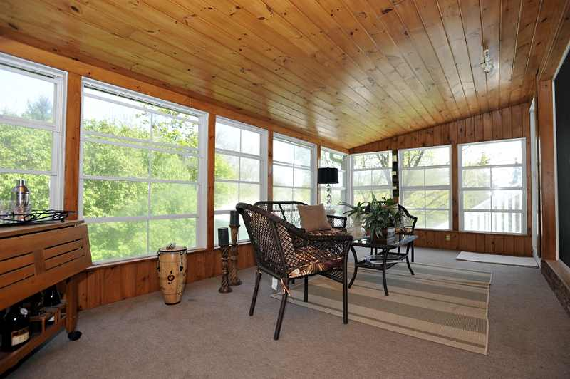 Screened in Sunroom - broadloom, vaulted ceiling, walkouts to two sundecks, track lighting