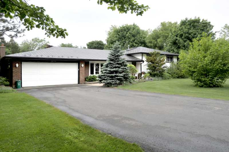 Caledon village, sidesplit caledon, park like lot, 3/4 Acre