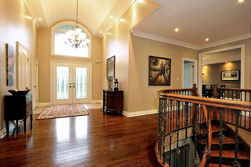 Foyer double door entry with cathedral ceiling & crown mouldings