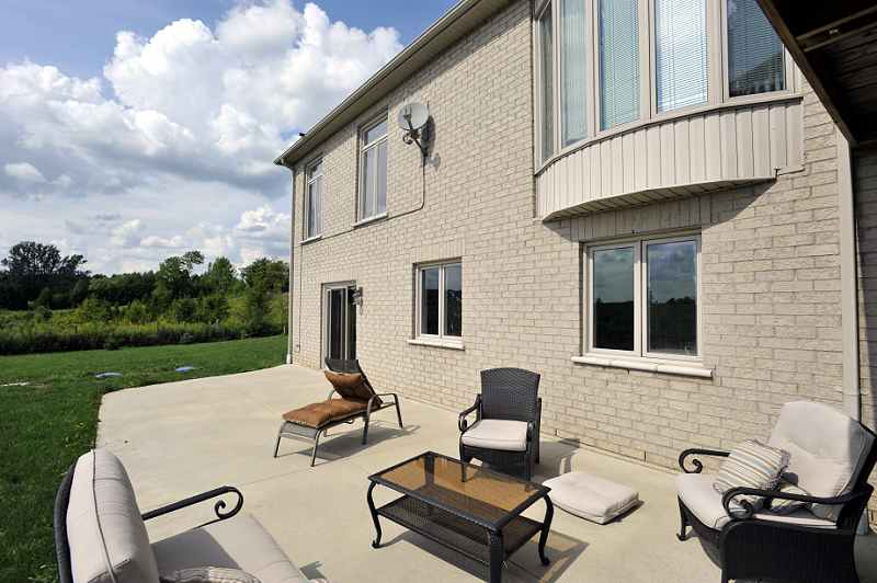 Walk-out, views, caledon, stone and brick bungalow for sale