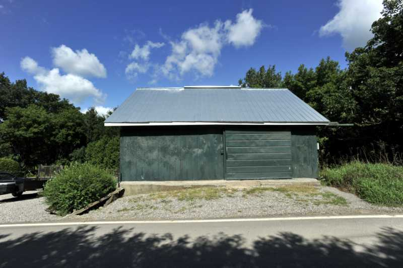 barn, 1/2 acre, caledon, cheltenham for sale