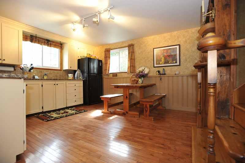 eat-in Kitchen, renovated, ceramic backsplash, new taps & sink