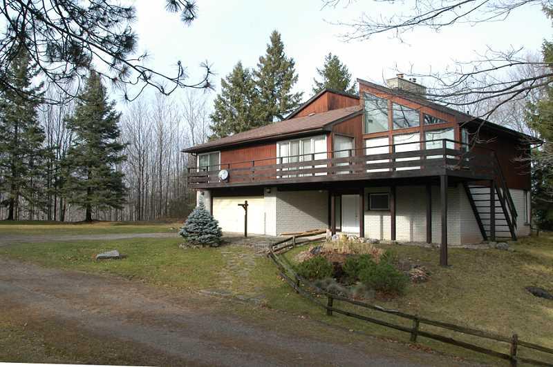 3.29 Acres, Contemporary Design for sale w/ Ravine in Hockley Valley