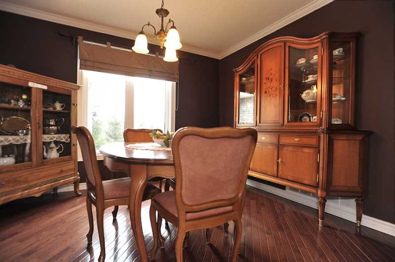 Hardwood Floors, Crown Moulding, Dining Room