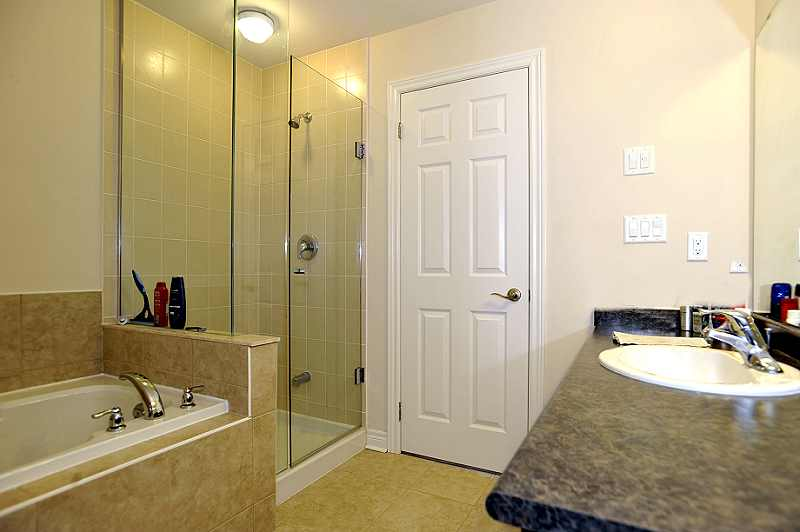 4-piece ensuite with separate shower and Jacuzzi