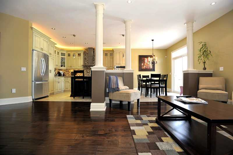 open concept, maple kitchen, walkout to deck, 9 ft' ceilings