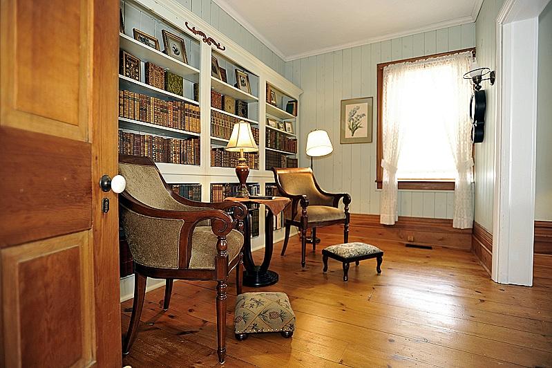 plank floors, built-in shelving, library