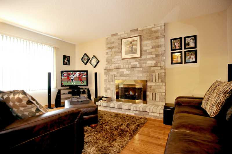 family room, laminate flooring, gas fireplace