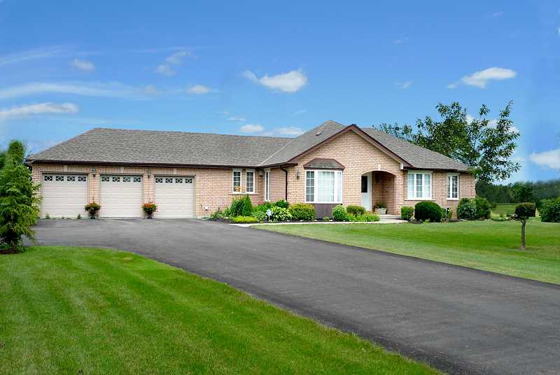 south Caledon, Ontario, 3 bedroom bungalow