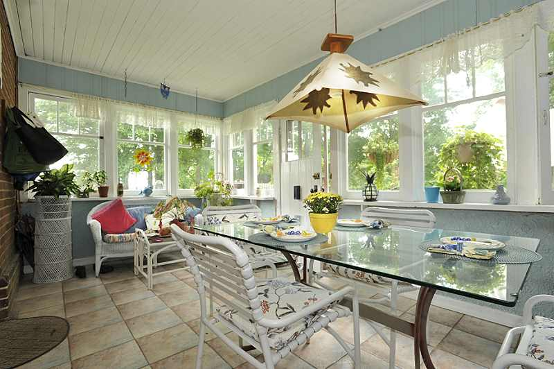 ceramic floor, walk-out, sunroom