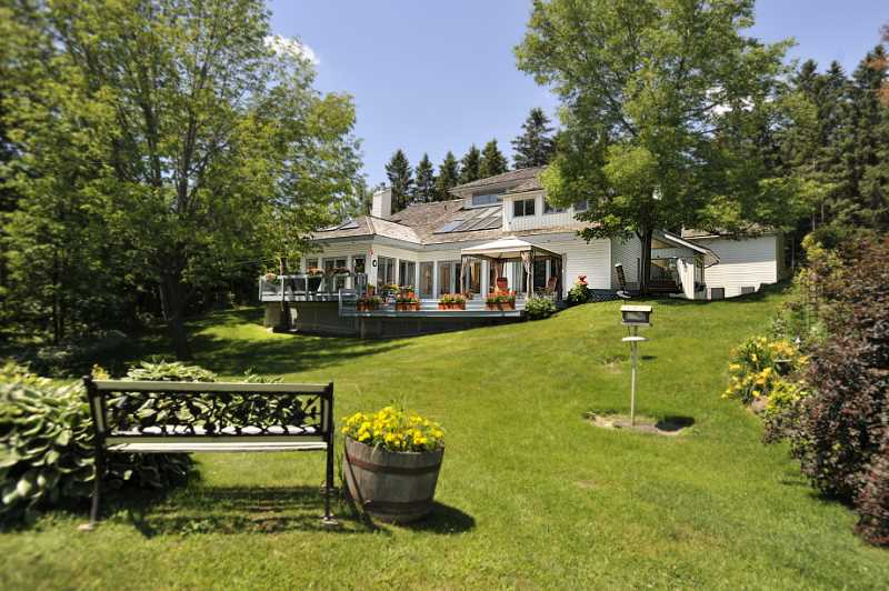 Contemporary Caledon Home, 14.89 Acres