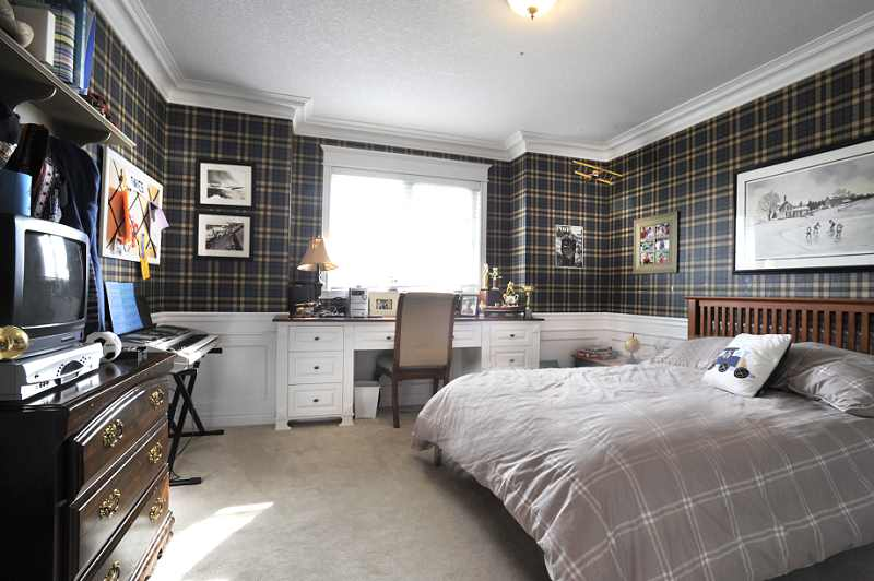 closet, bedroom, wainscotting
