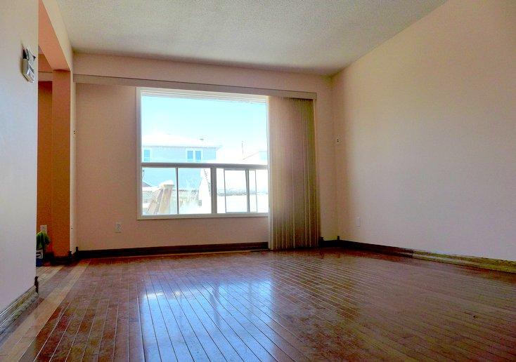 hardwood floors, living room