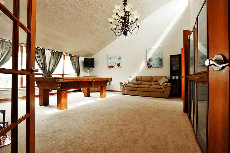 Broadloom, carpet, great room, country views,