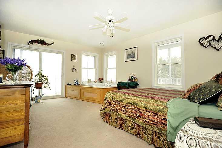 natural light, master bedroom, jacuzzi
