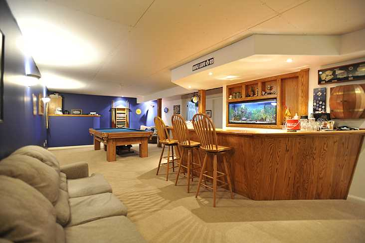 Built-In Oak Bar