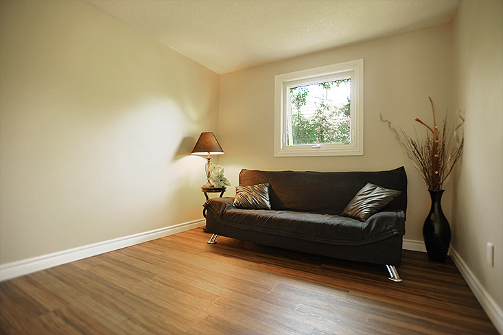 Bedroom 2, Laminate