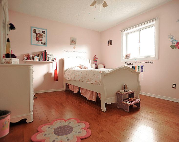 Bedroom, hardwood, closet