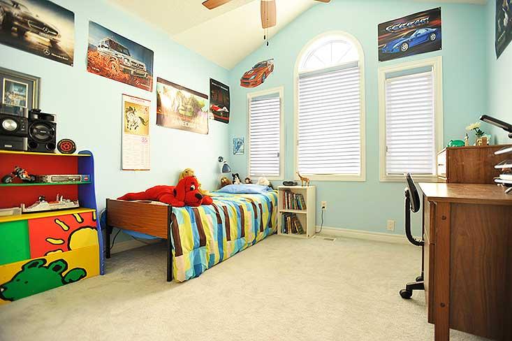 Bedroom, broadloom,
