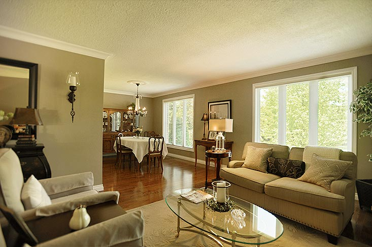 open concept living and dining room, caledon home for sale