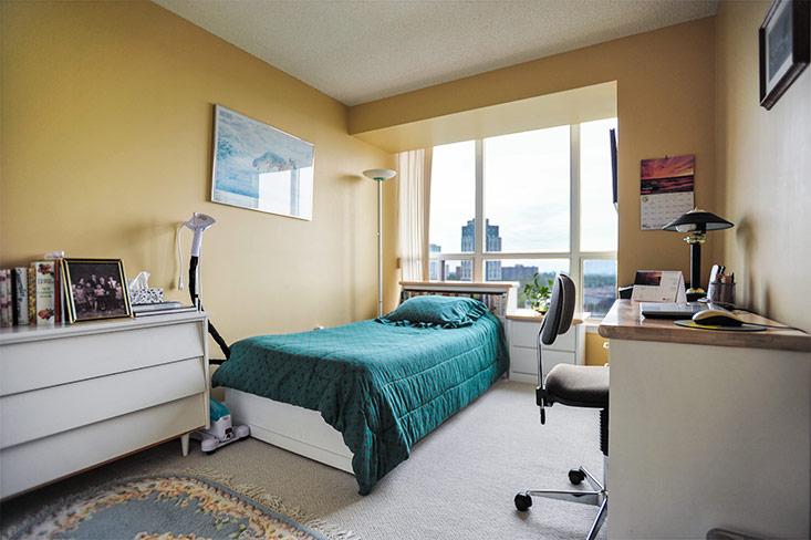 bedroom 2, double closet