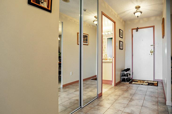unit 1001, Foyer