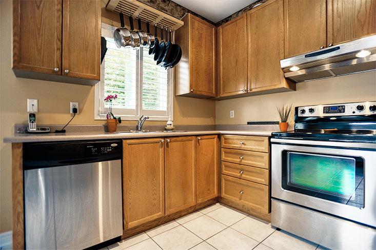 Oak kitchen, ceramic floors