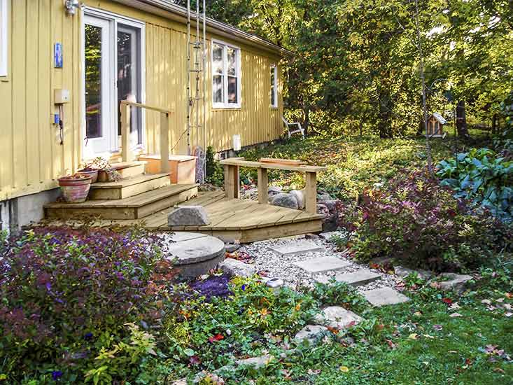 Private, yard, stream, country Caledon living