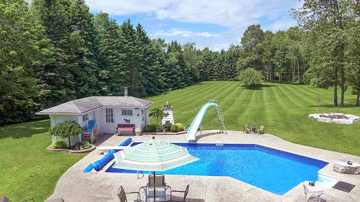 Inground pool, caledon country, home for sale