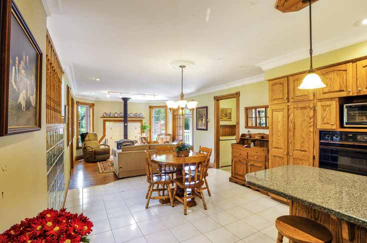Kitchen, family room combination