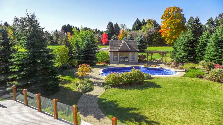 Pool, Hot Tub, Deck, 1+ Acre, Mature Landscaping, Caledon Village