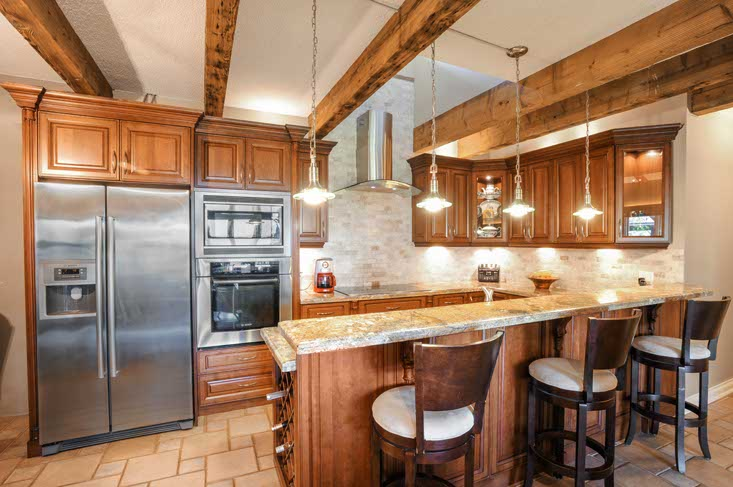 4thLine 833342, Kitchen, Renovated, Beamed Ceiling