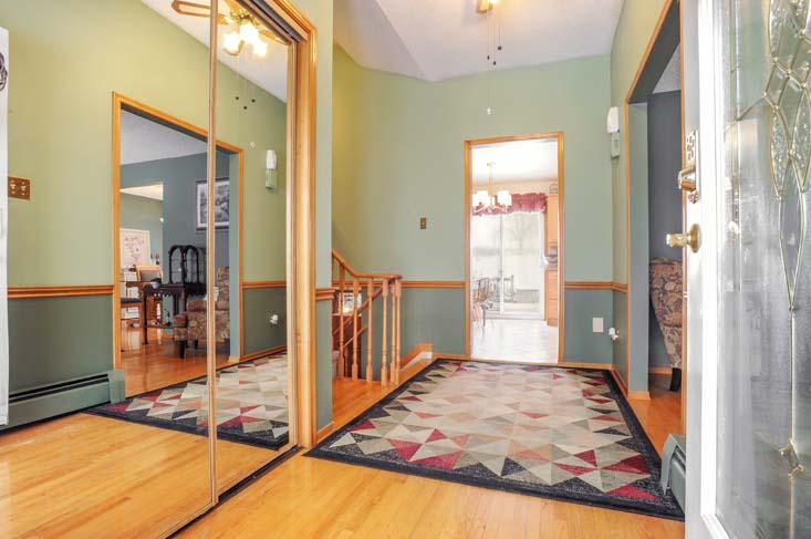 Foyer, hardwood flooing