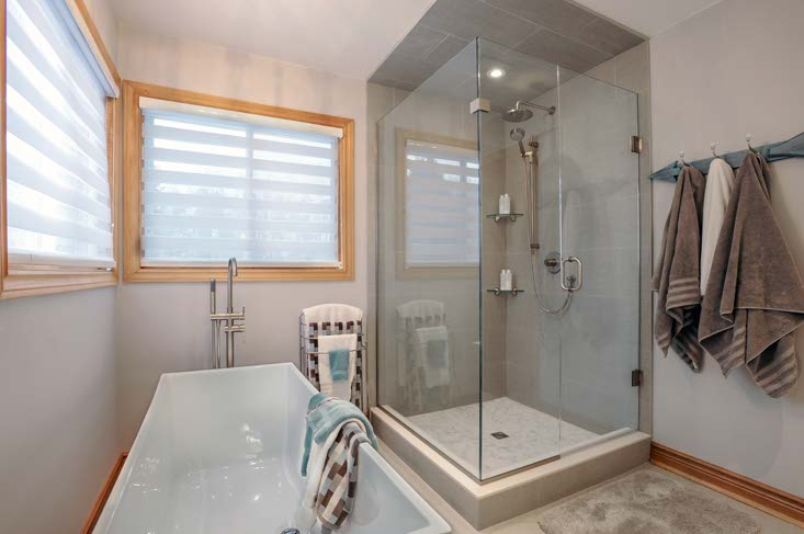 Master Ensuite, double sinks, glass shower, slipper tub