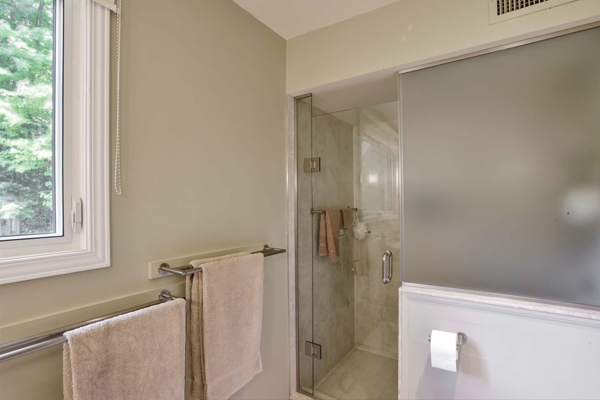 3-Piece Bathroom w/ Shower