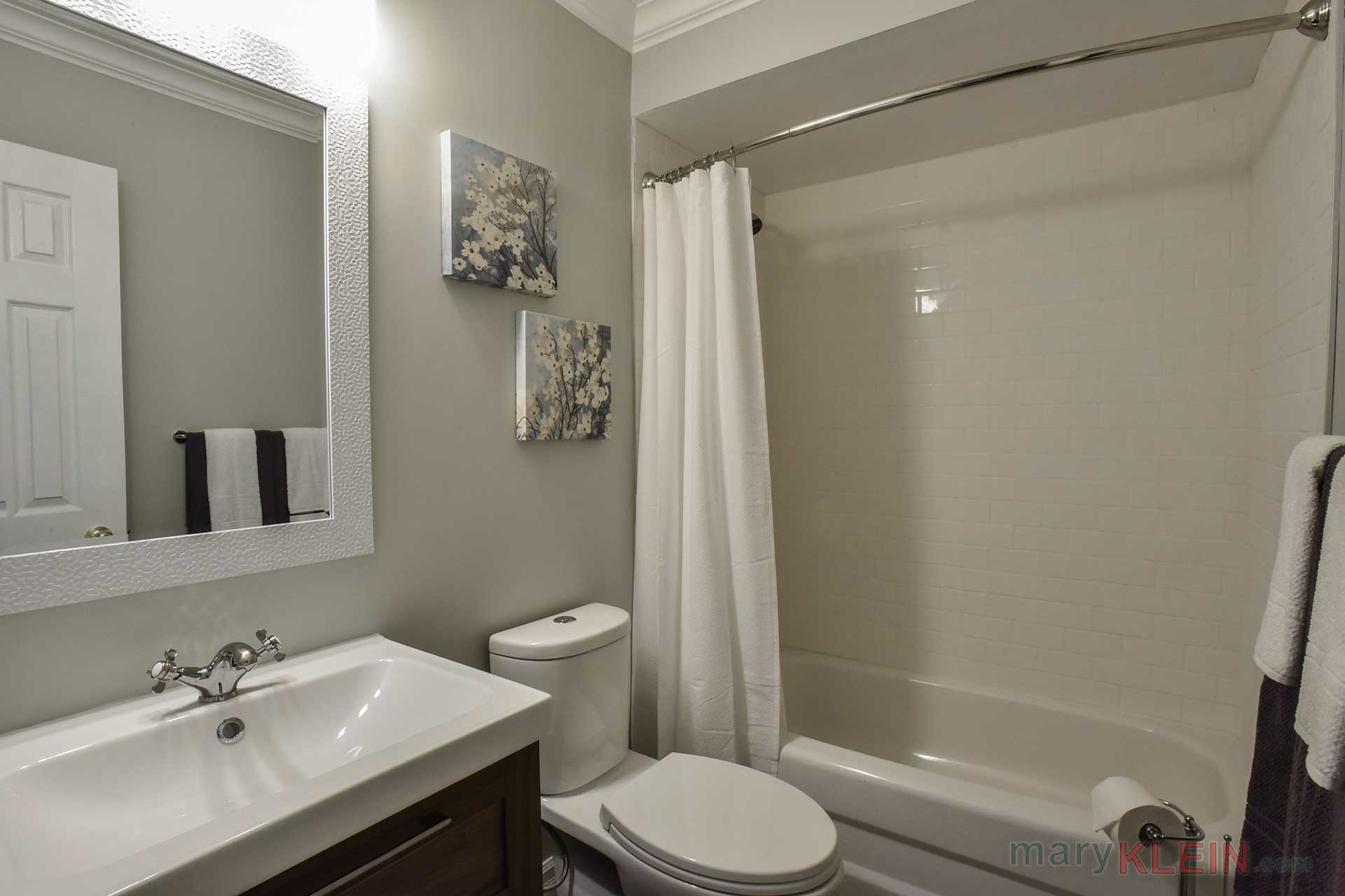 renovated, updated 4-piece bathroom