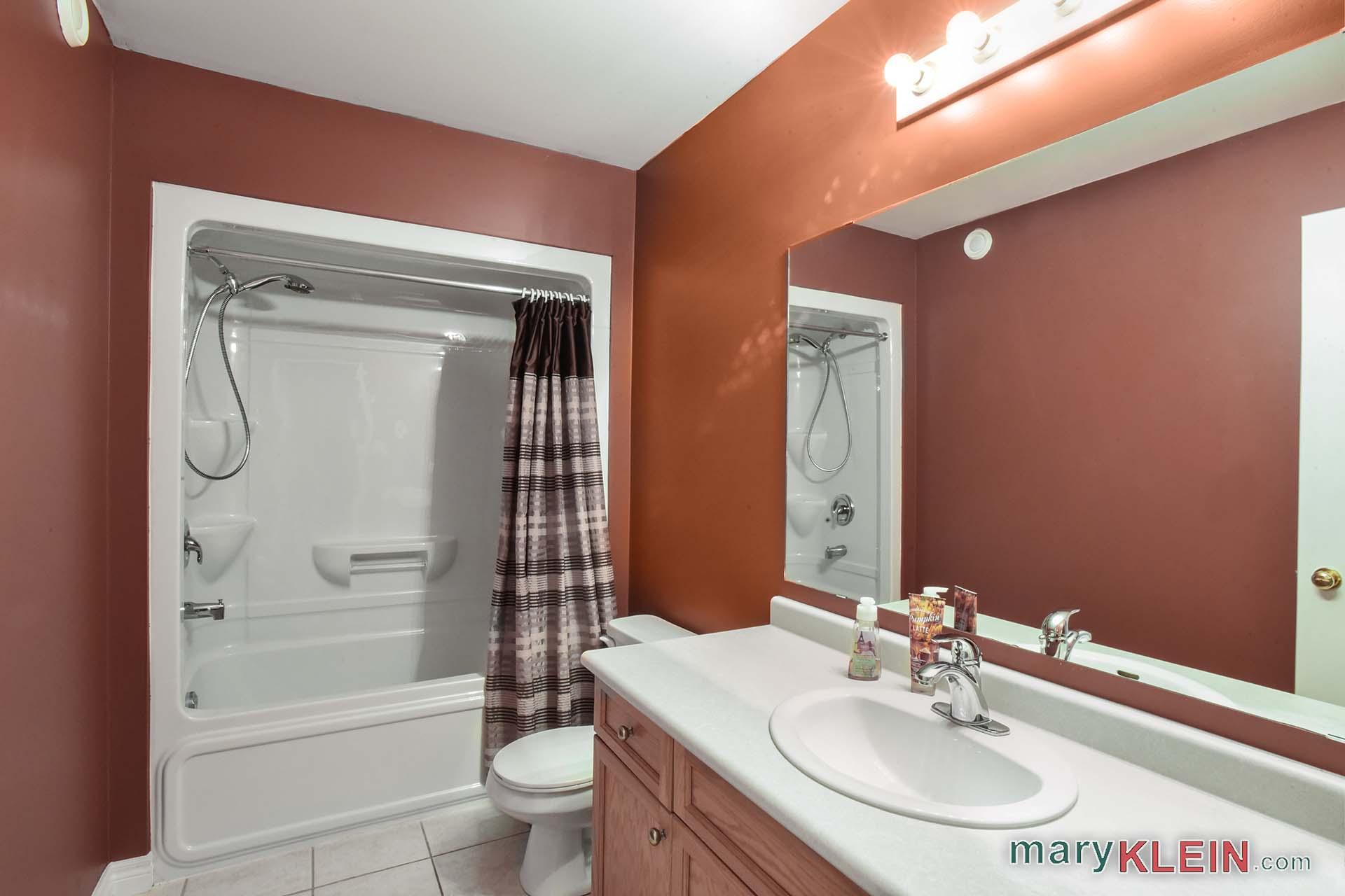 Main 4 piece bathroom