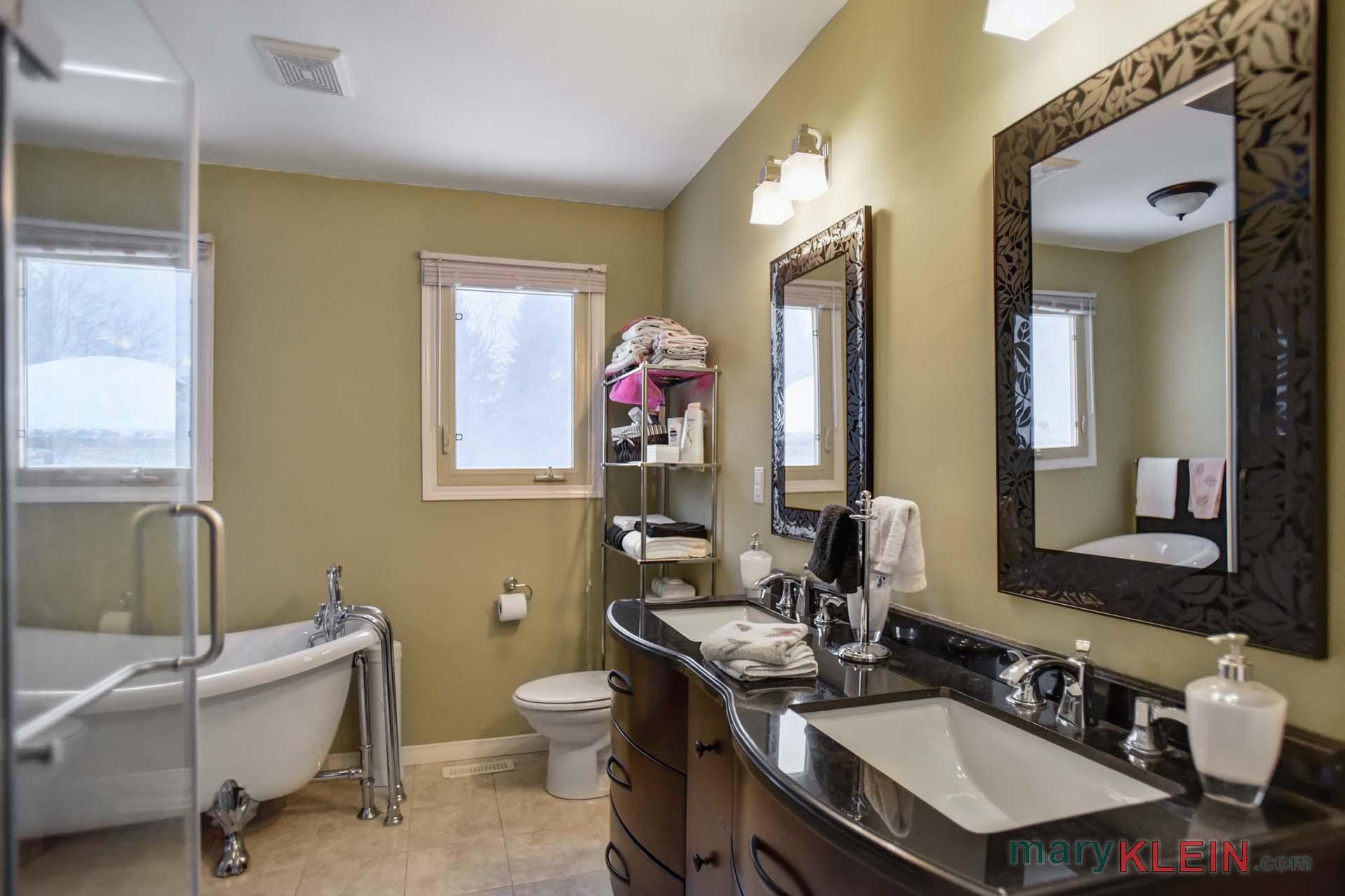 Semi-Ensuite 5 Piece Bathroom
